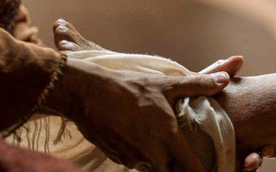 Jésus lave les pieds